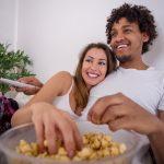 Mês dos namorados: 6 filmes e séries românticas da Netflix